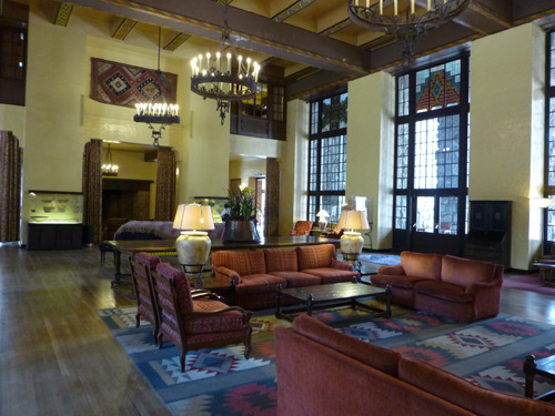 Ahwahnee Hotel is where the well-to-do visitors can enjoy 'nature' without any loss of comfort and luxury.